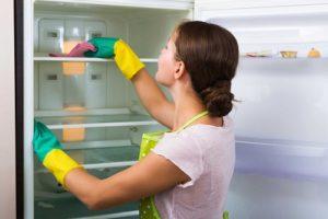 تنظيف الثلاجة بالملح